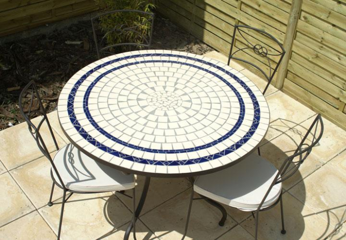 table jardin mosaique ronde 110cm c ramique blanche 2 lignes bleue table jardin mosa que. Black Bedroom Furniture Sets. Home Design Ideas