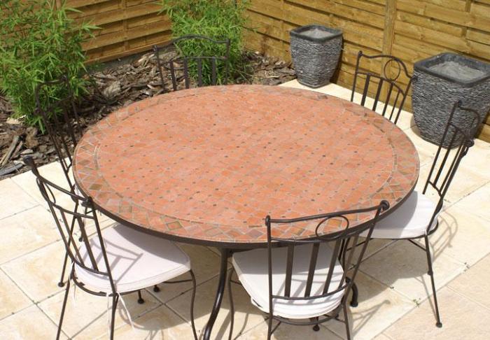 Table jardin mosaique ronde 130cm terre cuite et losanges argile cuite table jardin mosa que Table salon de jardin ronde