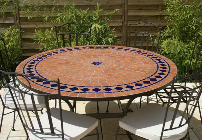 table jardin mosaique ronde 130cm terre cuite et losanges 1 toile c ramique bleue table. Black Bedroom Furniture Sets. Home Design Ideas