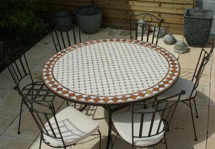 table jardin mosaique ronde 130cm c ramique blanche et ses losanges en argile cuite table. Black Bedroom Furniture Sets. Home Design Ideas