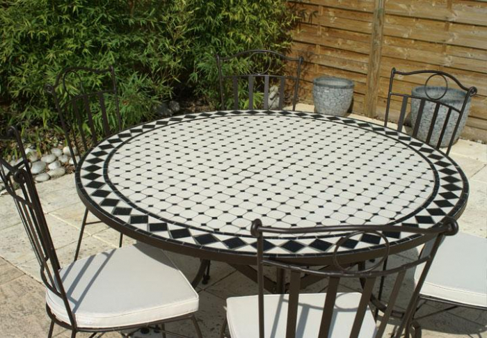 table jardin mosaique ronde 130cm c ramique blanche et ses. Black Bedroom Furniture Sets. Home Design Ideas