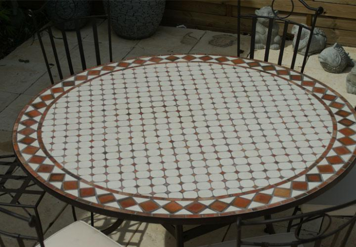 Table jardin mosaique ronde 150cm blanc losange argile for Table de jardin ronde plastique blanc