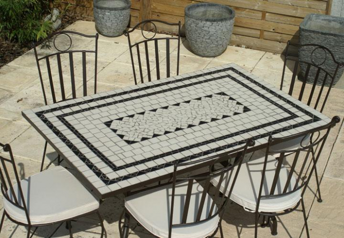 Table jardin mosaique rectangle 140cm en c ramique blanche et ses 3 lignes ardoise table for Achat table de jardin mosaique