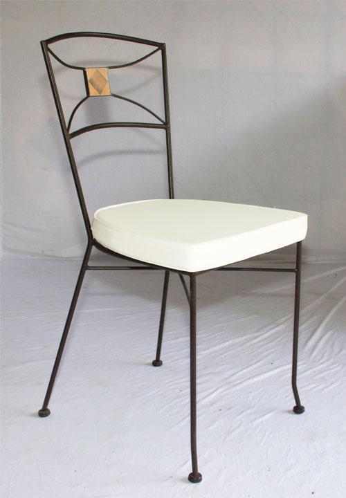 Chaise en fer forg plein et mosa que en terre cuite et losange en argile cui - Table et chaise fer forge ...