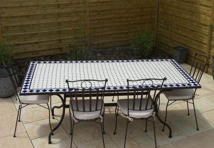 table jardin mosaique rectangle 200cm c ramique blanche et ses losanges en c ramique bleue. Black Bedroom Furniture Sets. Home Design Ideas