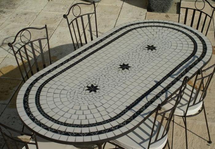 Table Jardin Mosaique Ovale 200cm Céramique Blanche 2 Cercles Et Ses 3  étoiles En Ardoise
