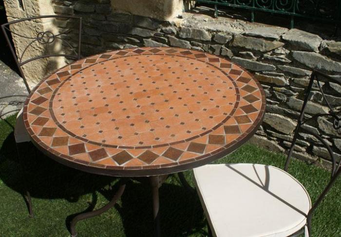 Table jardin mosaique ronde 110cm terre cuite losange for Super u table exterieur