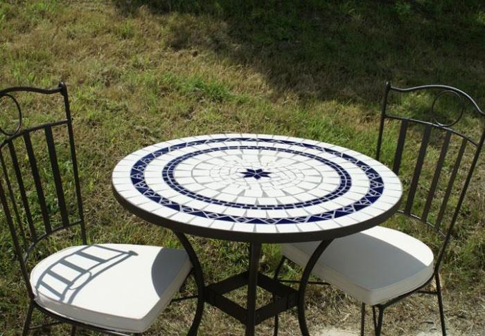 table jardin mosaique ronde 80cm c ramique blanche 2 lignes 1 toile c ramique bleue table. Black Bedroom Furniture Sets. Home Design Ideas