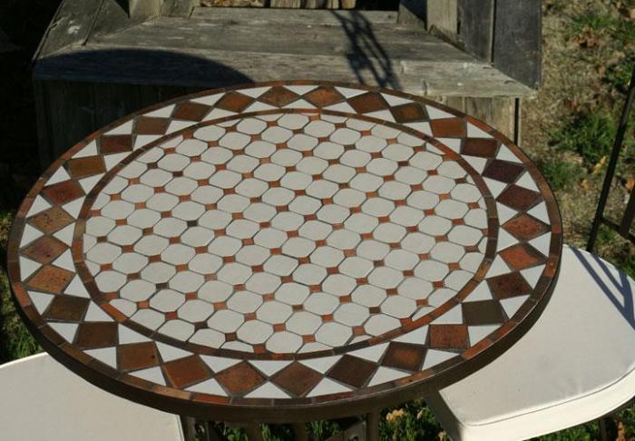 table jardin mosaique ronde 90cm c ramique blanche et ses. Black Bedroom Furniture Sets. Home Design Ideas