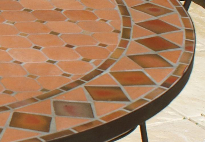 table jardin mosaique ronde 130cm terre cuite et losanges argile cuite table jardin mosa que. Black Bedroom Furniture Sets. Home Design Ideas