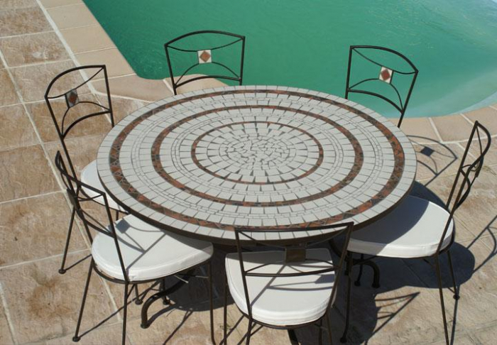 Table jardin mosaique ronde 130cm c ramique blanche 3 cercles argile cuite table jardin mosa que for Table pour veranda