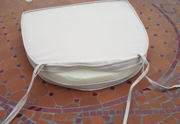 coussin de couleur beige table jardin mosa que. Black Bedroom Furniture Sets. Home Design Ideas