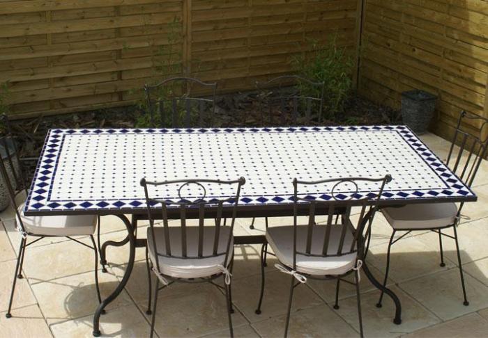 Table de jardin mosaique bleue des id es for Salon de jardin mosaique