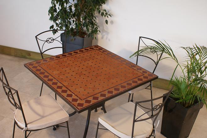 Table jardin mosaique carr e 90cm x 90 cm en terre cuite - Table de jardin en fer forge mosaique ...