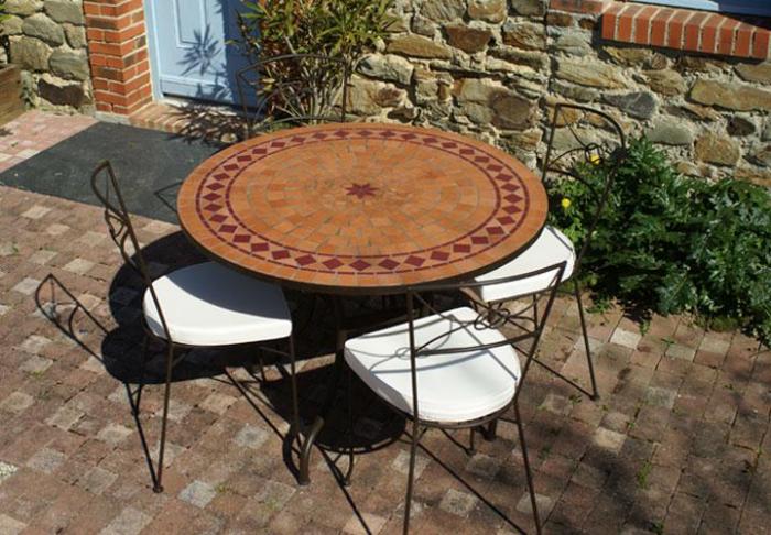 awesome table jardin ronde rouge ideas. Black Bedroom Furniture Sets. Home Design Ideas